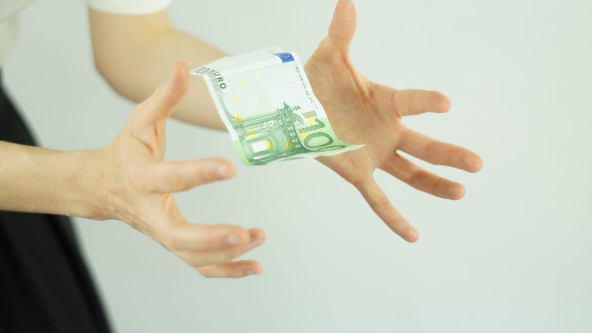 Cele 3 obstacole care te tin departe de bani